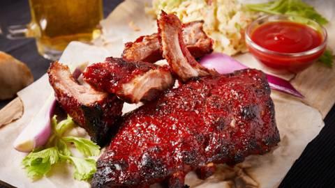 BBQ svinjska rebarca s coleslaw salatom by David Skoko