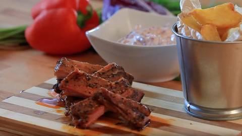 BBQ Rebarca sa pečenim krumpirom i coleslaw salatom