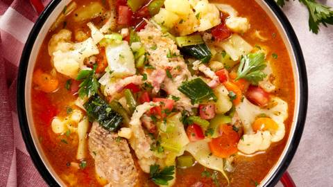 Varivo od povrća s dimljenim špekom i pilećim krilcima by David Skoko