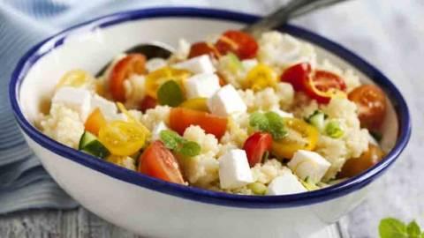 Salata s couscousom i feta sirom