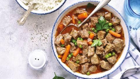 Mađarski svinjski gulaš s rižom