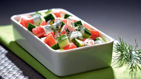 Salata od surimija  s umakom od jogurta