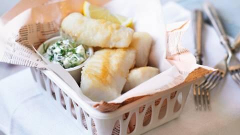 Pečena riba i remulada s krastavcima
