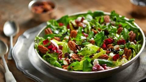 Salata od oraha i brusnice
