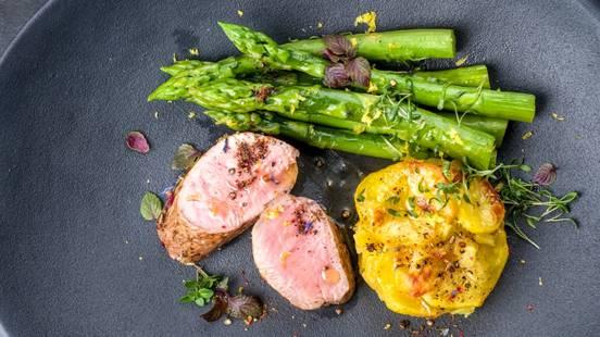 Lungić u bilju iz pećnice, gratinirani krumpir i lisnata salata sa Vinaigrette dressingom