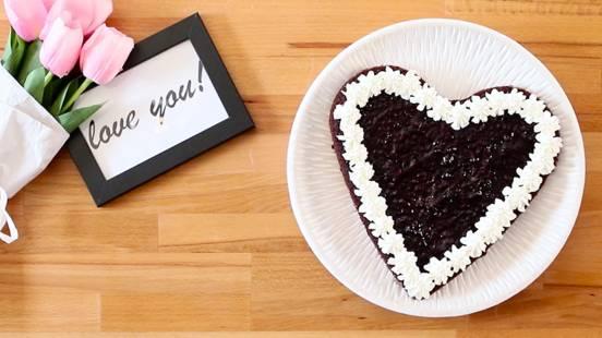 Čokoladna torta u obliku srca