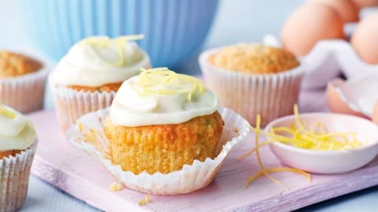 Cupcakes s lješnjacima i tikvicom s topingom od limuna