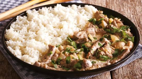 Svinjetina u umaku od hrena s rižom