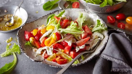 Šarena salata od rajčica s jagodama