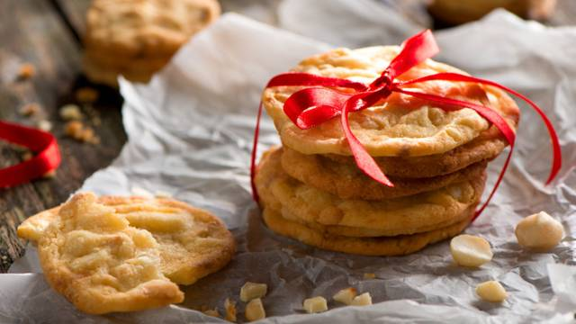 Kolačići macadamia s bijelom čokoladom