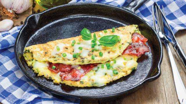 Omlet s Dalmatinskim pršutom i Slavonskim kobasicama