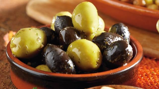 Zalogajčići s maslinama i inćunima