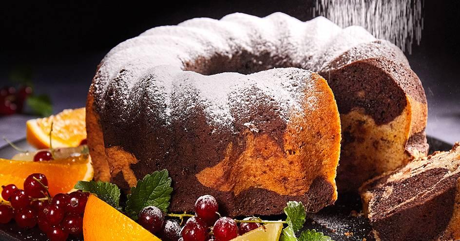 Kuglof s grožđicama, orasima i čokoladom