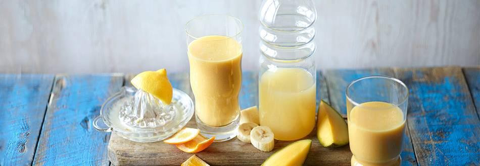 Smoothie od naranče, banane i manga