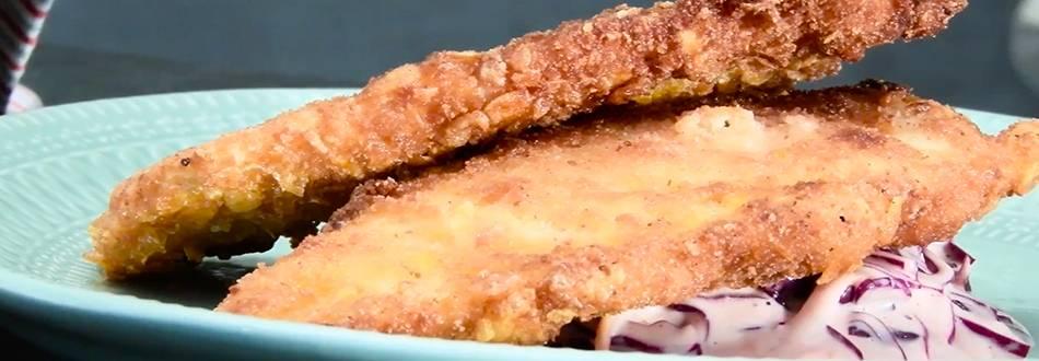 Pileći file u cornflakesu sa coleslaw salatom