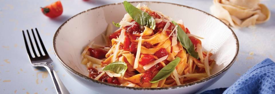 Domaća tjestenina s umakom od rajčice i bosiljka by David Skoko