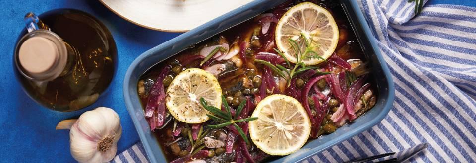Srdele u marinadi s ružmarinom, ljubičastim lukom i limunom