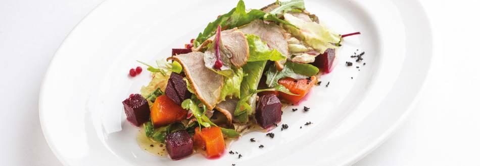 Topla salata s pačetinom, ciklom i šipkom