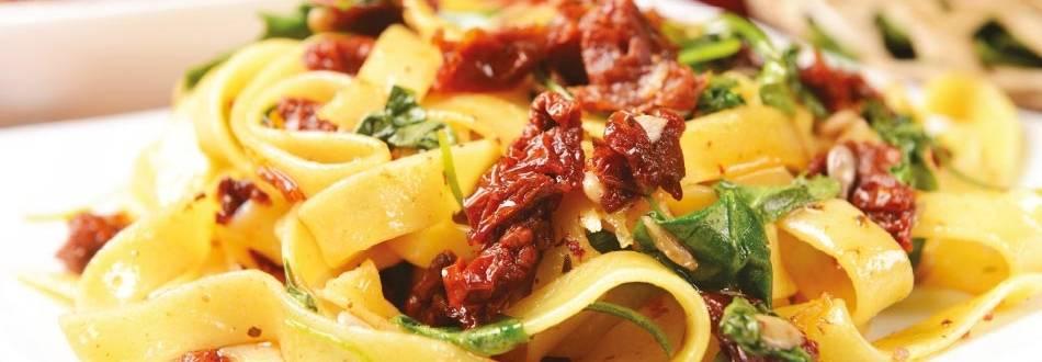 Talijanska salata od tjestenine s rukolom i sušenim rajčicama