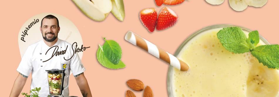 Smoothie od banane, kruške, jagoda, badema i chia sjemenki