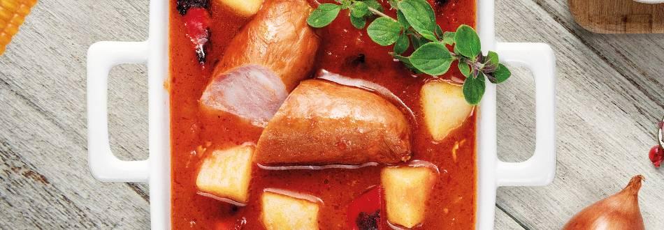 Gulaš od krumpira i  paprika s kobasicama